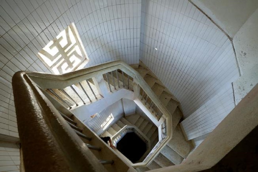 Cầu thang xoắn ốc của tượng Kito Vũng Tàu