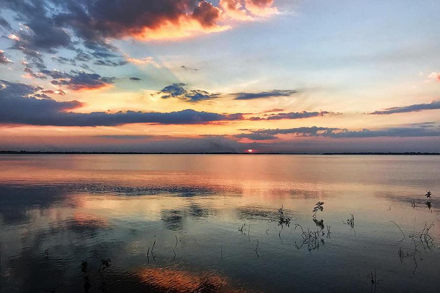 Hoàng Hôn Hồ Trị An