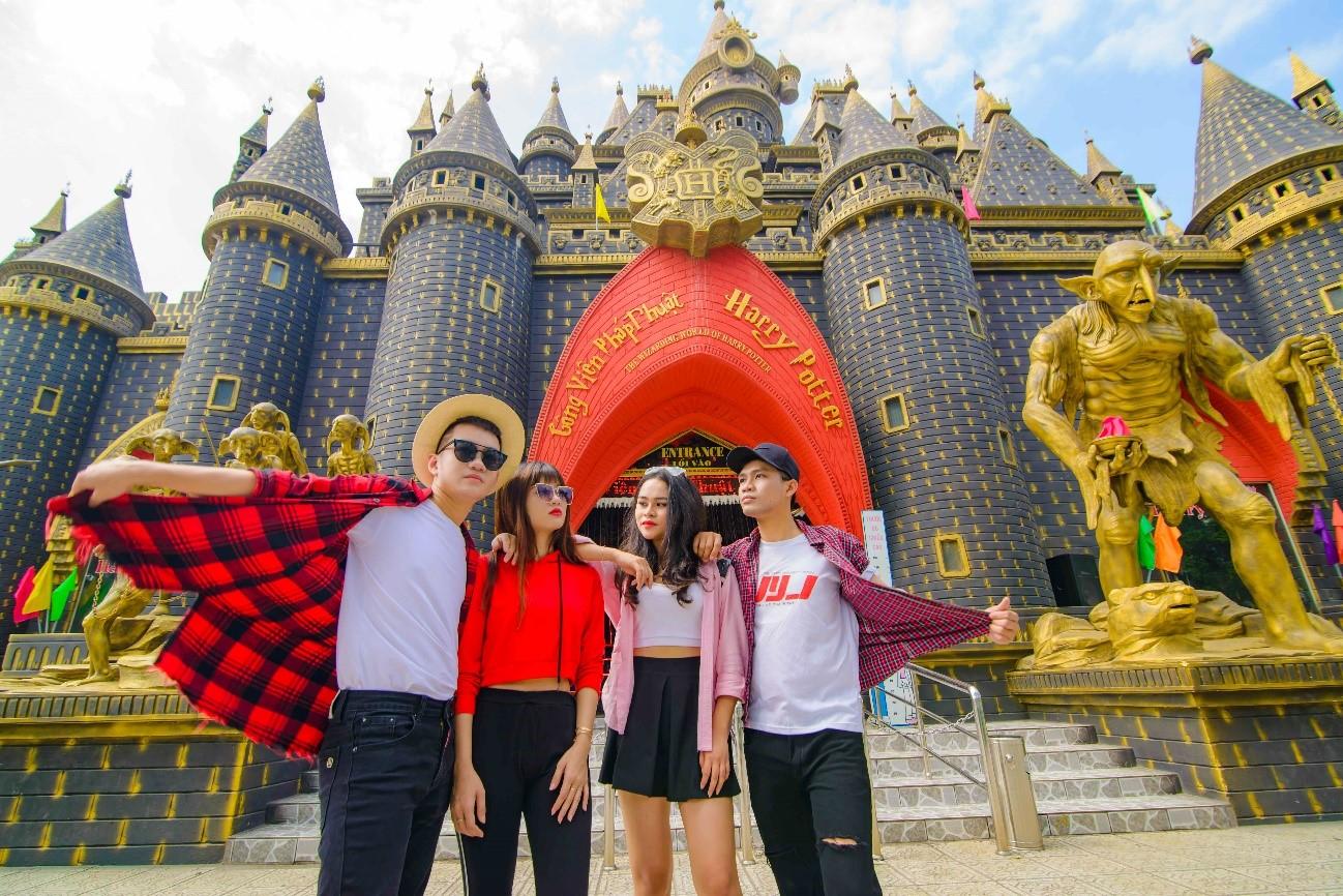Lâu đài Phép Thuật - Khu du lịch văn hóa Suối Tiên