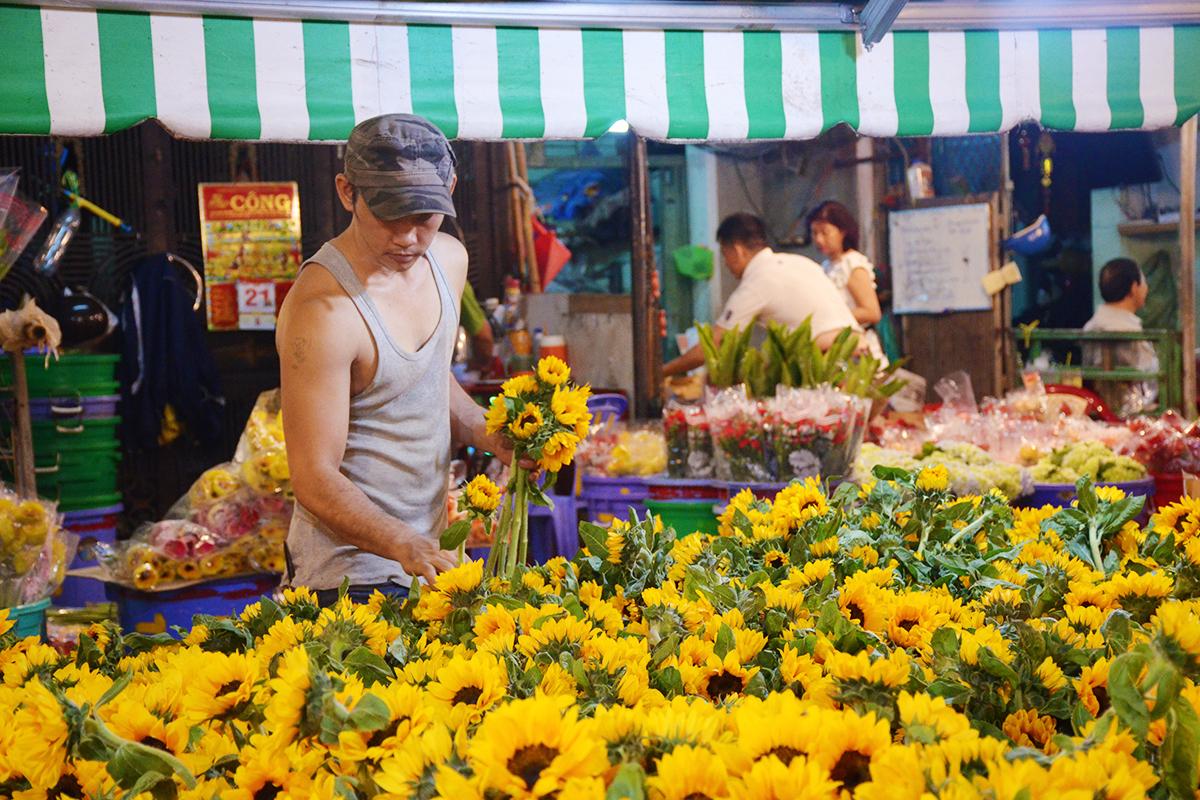 Cách lựa chọn hoa ở chợ Hồ Thị Kỷ