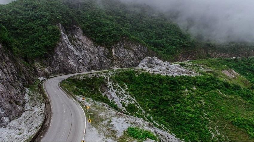 Đoạn đường đèo Thung Khe Mai Châu