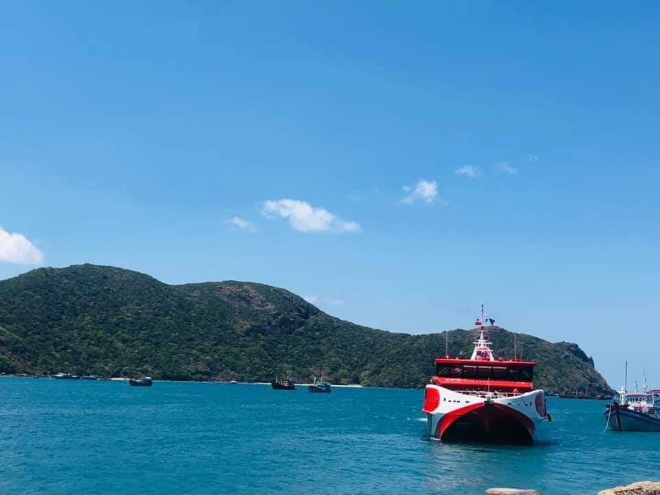 Đi tàu tới Côn Đảo